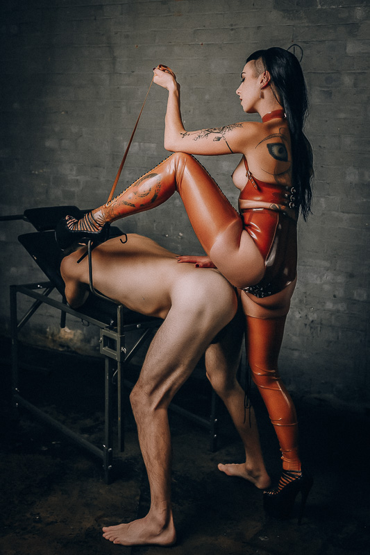 Mistress Kali Domina takes control of your pain Central London